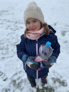 """MOTÝLCI - """"OLAF"""" - malování ve sněhu"""